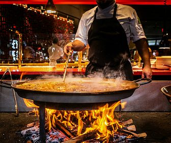 JALEO-at-Disney-Springs-187555_preparing_paella.jpg